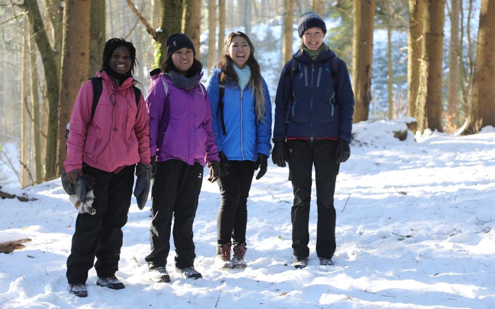 Schüler im Schnee